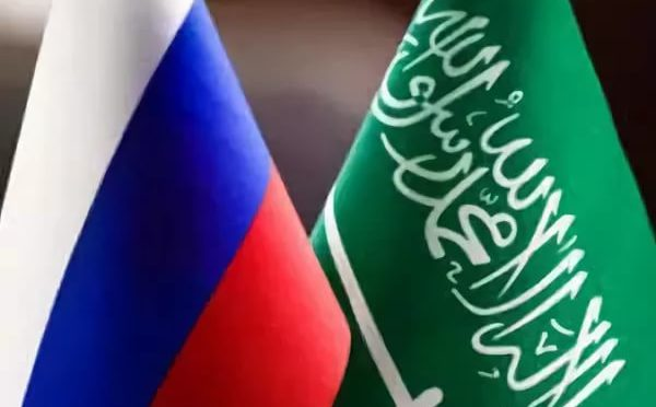 Служитель Двух Святынь принял телефонный звонок от президента России