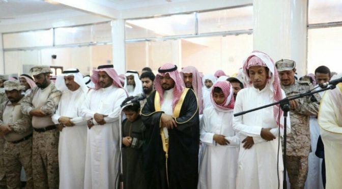 Глава администрации провинции Джазан совершает молитву за павшего мученником ст.срж. Мансура Атифа