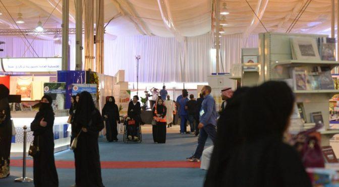Фотокорреспондент «ВАС» запечатлел большой приток посетителей на Международную книжную выставку в Джидде