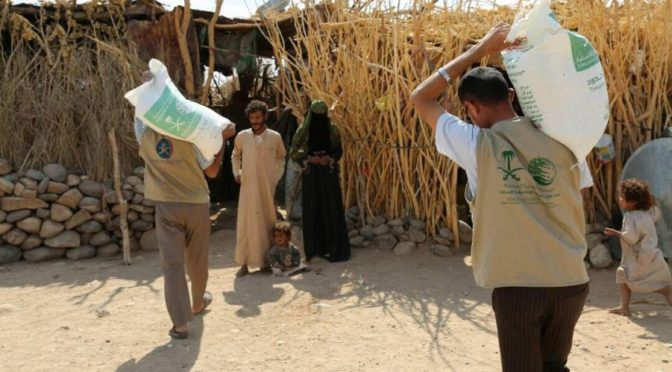 Центр гуманитарной помощи им.Короля Салмана распределяет 1500 продовольственных корзин в муниципалитете Муджзар провинции Маариб
