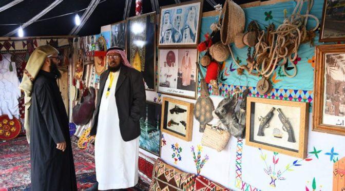 Передвижной музей на фесивале пустыне в Бакик представляет жизнь бедуинов в палатке