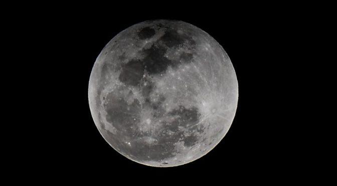 В небе над Королевством сегодня наблюдалось частичное лунное затменение, видимое над Восточной провинцией