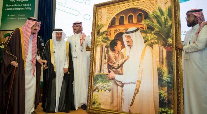 Служитель Двух Святынь посетил открытие Международной гуманитарной конференции в Эр-Рияде