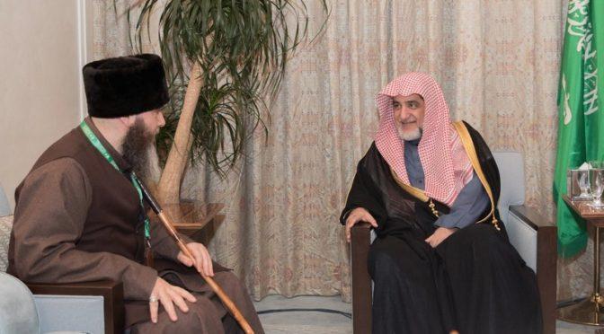 Министр по делам Ислама принял 200 гостей Короля для Хаджа и Умры