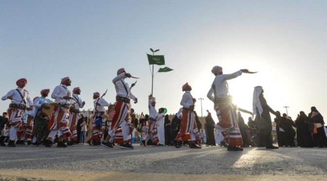 Широкий поток семейных посетителей на фестивале «Джанадирия 32»
