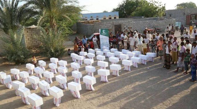Центр гуманитарной помощи им.Короля Салмана распределяет  гуманитарную помощь в Маарибе и Ходейде