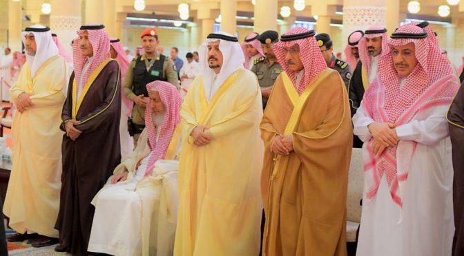 Принц Фейсал бин Бандар  прочёл похоронную молитву  по матери принца Хасана бин Мусаада бин Абдуррахмана бин Абдулазиза