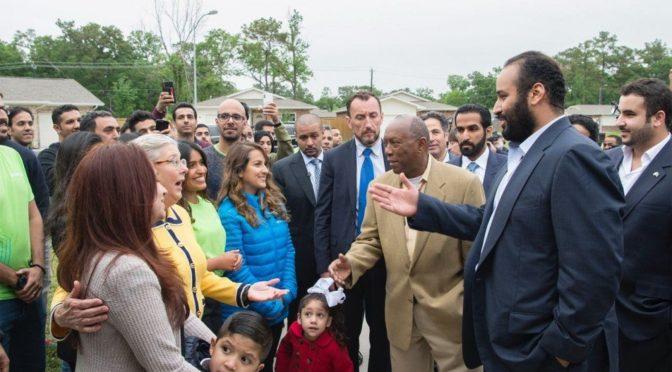 Наследный принц посетил один из домов, пострадавший от урагана «Харви», и восстановленый усилиями саудийских добровольцев