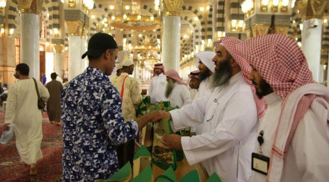 Главное управление по делам Мечети Пророка распределило 35 тыс. Мусхафов в первую декаду Благословенного Рамадана