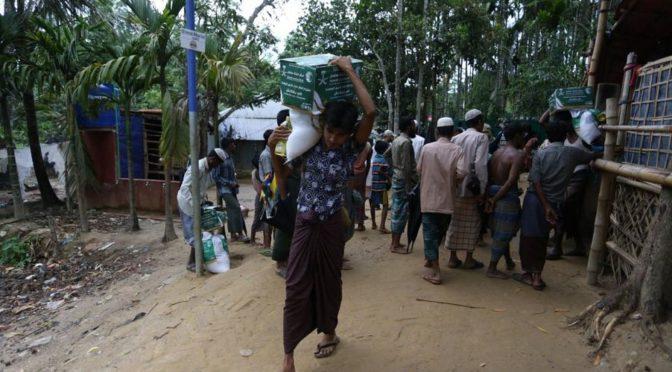 Центр гуманитарной помощи им.Короля Салмана на 11-ый день Рамадана распределяет продовольственные корзины Рамадана среди беженцев-рохинджа в Бангладеш