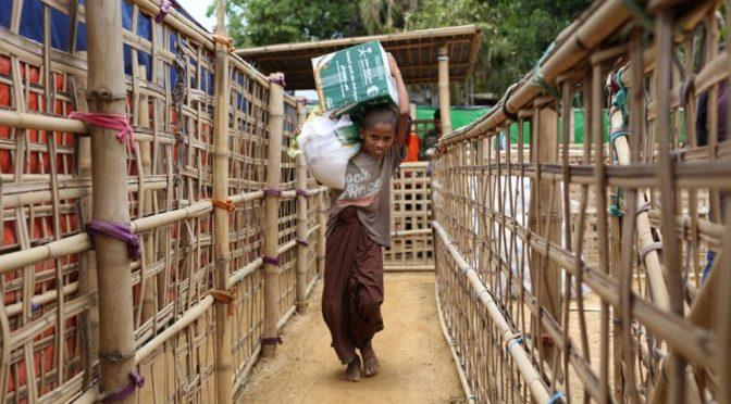 Центр гуманитарной помощи им.Короля Салмана начал распределение корзин гумантарной помощи среди беженцев-рохинджа в лагере Балукали