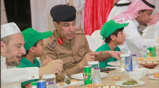 Фонд «Кафил» по попечению сирот в Мекке проводит трапезы Рамадана