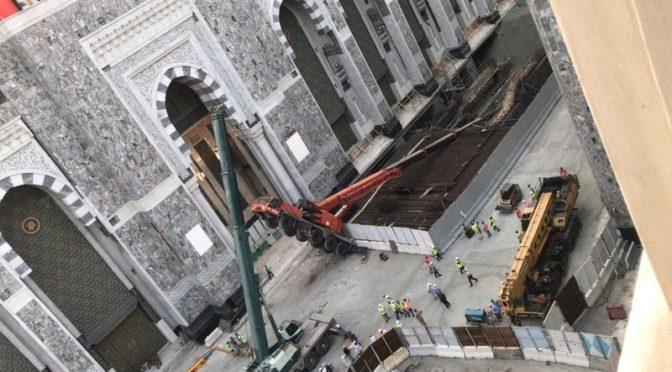 Стрела передвижного крана упала в Запретной Мечети: крановщик получил лёгкие травмы