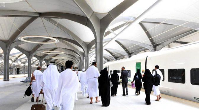 Новостное агентство Саудии сопровождает подданных в перво поездке на поезде «Двух Святынь» в Лучезарной Медине