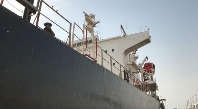 Портал «Сабк» запечатлел турецкий корабль, повреждённый ракетой хусиитов