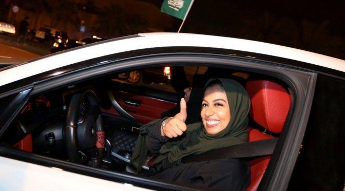 Компании по аренде автомобилей предлагают женщинам аренду автомобиля за плату в 1 риал и специальные услуги