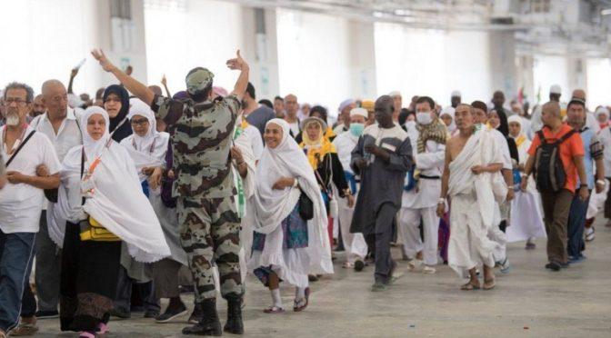 Передвижение тысяч паломников для исполнения обрядов к мостам джамаратов