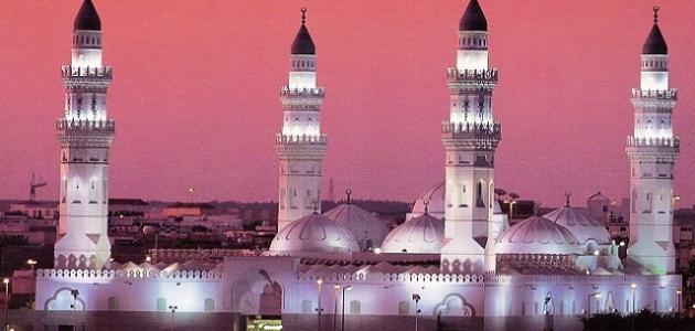 Служитель Двух Святынь посетил мечеть Куба в Лучезарной Медине
