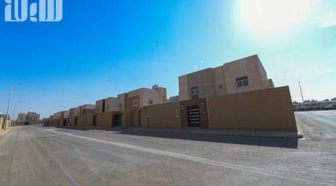 Губернатор провинции Эр-Рияд передал подданным коттеджи жилого района аль-Аййяна