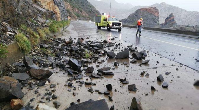 Дожди в Таифе   привели к закрытию шоссе у горы Кура