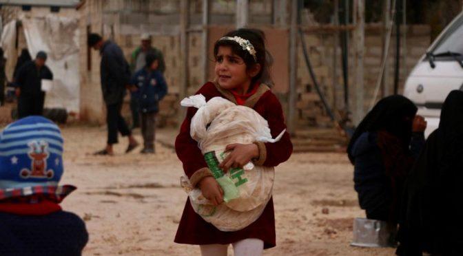Центр гуманитарной помощи им.Короля Салмана продолжает раздачу 52 тыс. хлебных лепёшек ежедневно семьям сирот на севере Сирии