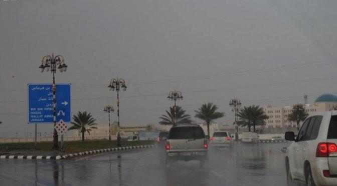 Дожди от умеренных до обильных прошли над аль-Маджмааъ, заполнив водой долины и ущелья