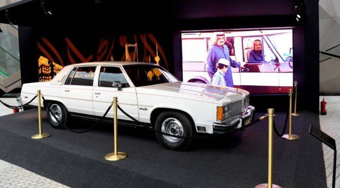 Автомобиль Короля Фахда привлекает внимание посетителей выставки «Фахд — дух и правление», проходящей в Кувейте