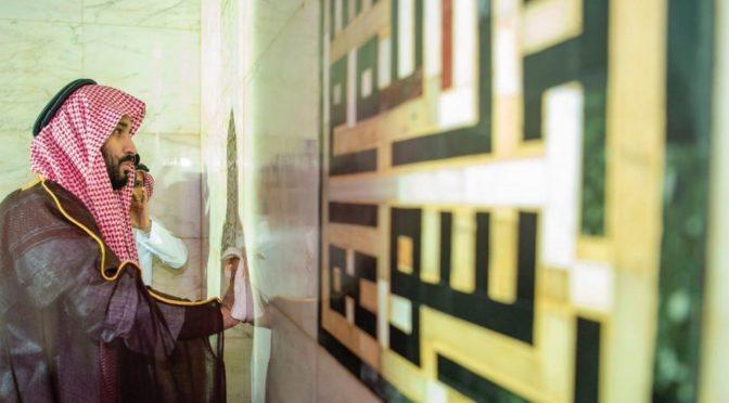 Наследный принц утром в Запретной Мечети: посетители и паломники с трепетом запечатлевали его