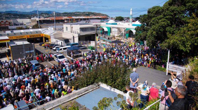 Новая Зеландия вознесла азан и  замерла в молчании в первую пятницу после террористической атаки