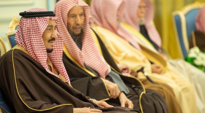 Король принял Их Высочеств принцев, Его Честь муфтия, Их Честь учёных и группу подданных