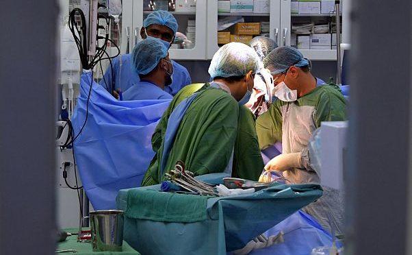 Врачебная бригада Центра гуманитарной помощи им.Короля Салмана провела 15 хирургических операций на 5-ый день работы в Мукалла