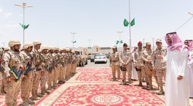 Принц Абдаллах бин Бандар инспектирует силы Национальной гвардии на южной границе