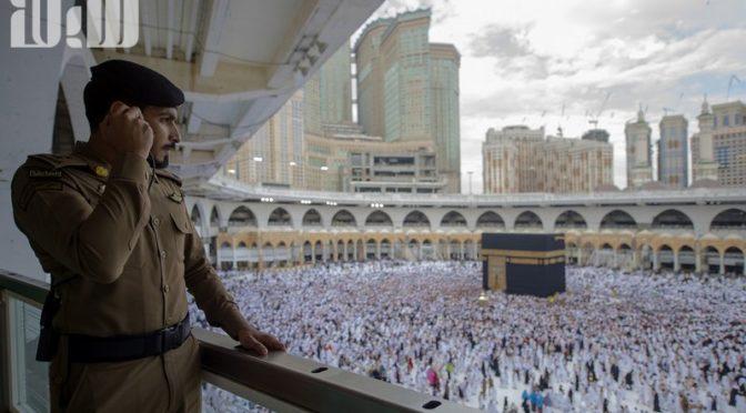 Атмосфера веры и духовности в Запретной Мечети утром 28 Рамадана