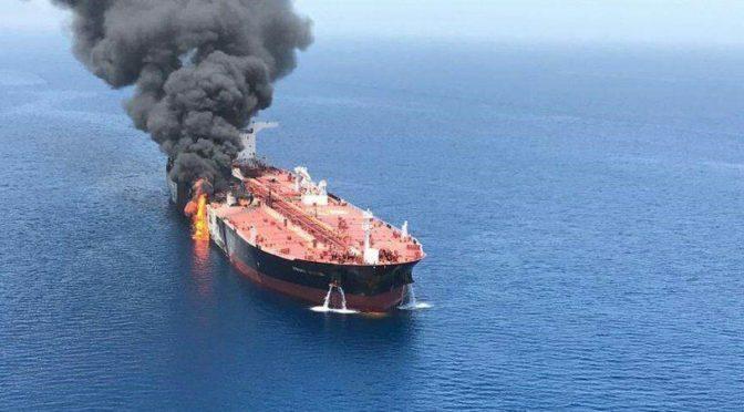 Между спасением и торпедой: подробности инцидента с танкерами в Оманском заливе с фотографиями