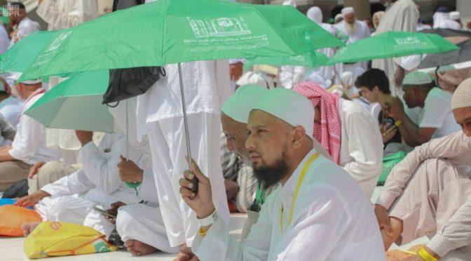 Комитет по делам Запретной Мечети распределяет 100 тыс. зонтов для паломников