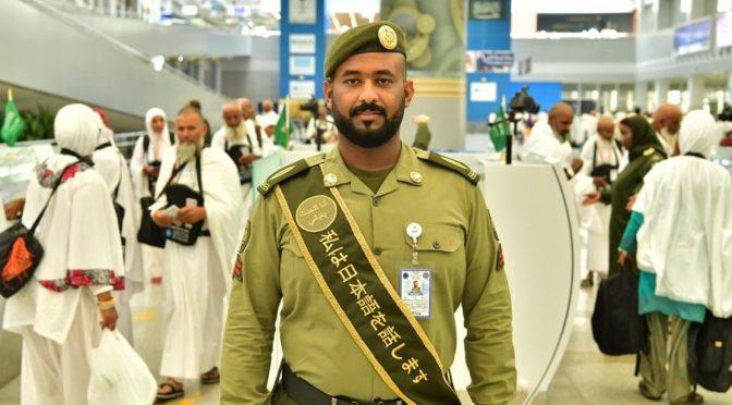 Паспортно-визовая служба общается с паломниками более чем на 10 различных языках