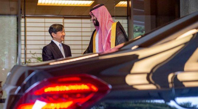 Император Японии принял наследного принца во дворце Акасака в Токио