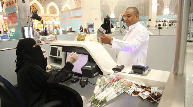 Паспортно-визовая служба аэропорта им.принца Мухаммада бин Абдулазиза в Лучезарной Медине прощается с отбывающими паломниками