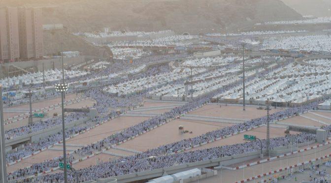 Картина, которую не увидеть нигде кроме Саудии: сотрудники сил безопасности прощаются с паломниками