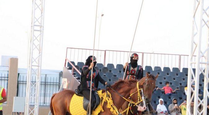 Впервые в истории фестиваля «Рынок Указ»: женщины-наездницы участвуют в выступлениях