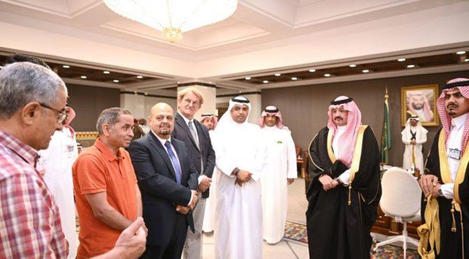 Его Высочество губернатор провинции Асир наградил врачебную бригаду, выполнившую редкую операцию пожилой сирийке