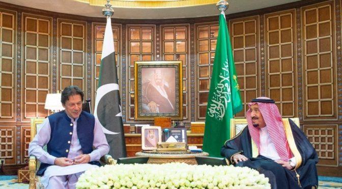 Служитель Двух Святынь обсуждает недавние события на региональном и международном уровоне с премьер-министром Пакистана
