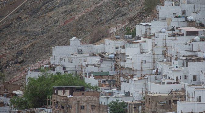 Дома района Сулаймания в Мекке перекрашены в белый цвет и прощаются с визуальной неоднородностью