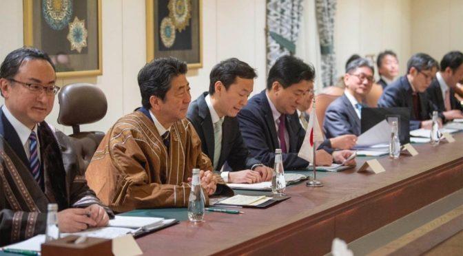 Наследный принц обудил с премьер-министром Японии направления сотрудничества в соответствии с «Видением Королевства в 2030г.»