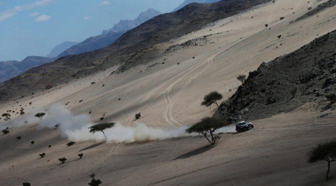 В четвертом этапе гонки автомобилей выиграл представитель Франции Стефан Петерансель