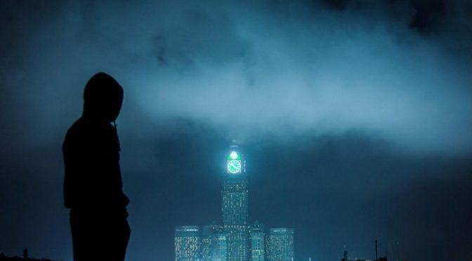Виды Мекки: туман окружает Часовую башню, создавая великолепную картину