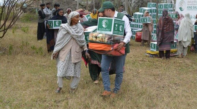 ЦСГД им. короля Салмана раздал 445 зимних наборов в Кашмире