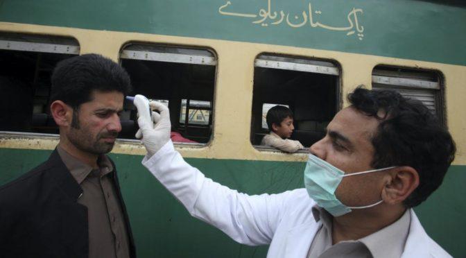 Имран Хан: Иран не может справиться с эпидемией коронавируса, что привело к его переносу в Пакистан