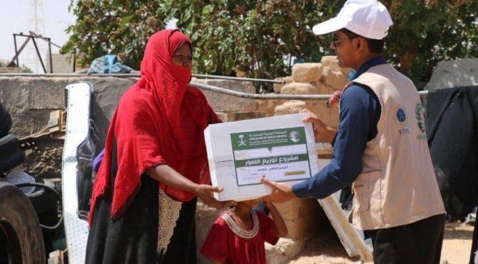 ЦСГД им. короля Салмана распределил 3325 коробок с финиками в йеменской провинции Хадрамаут