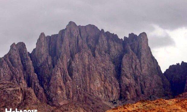 Авиация сил госбезопасности спасла раненого, оказавшегося в ловушке на вершине высочайшей горы провинции Медины